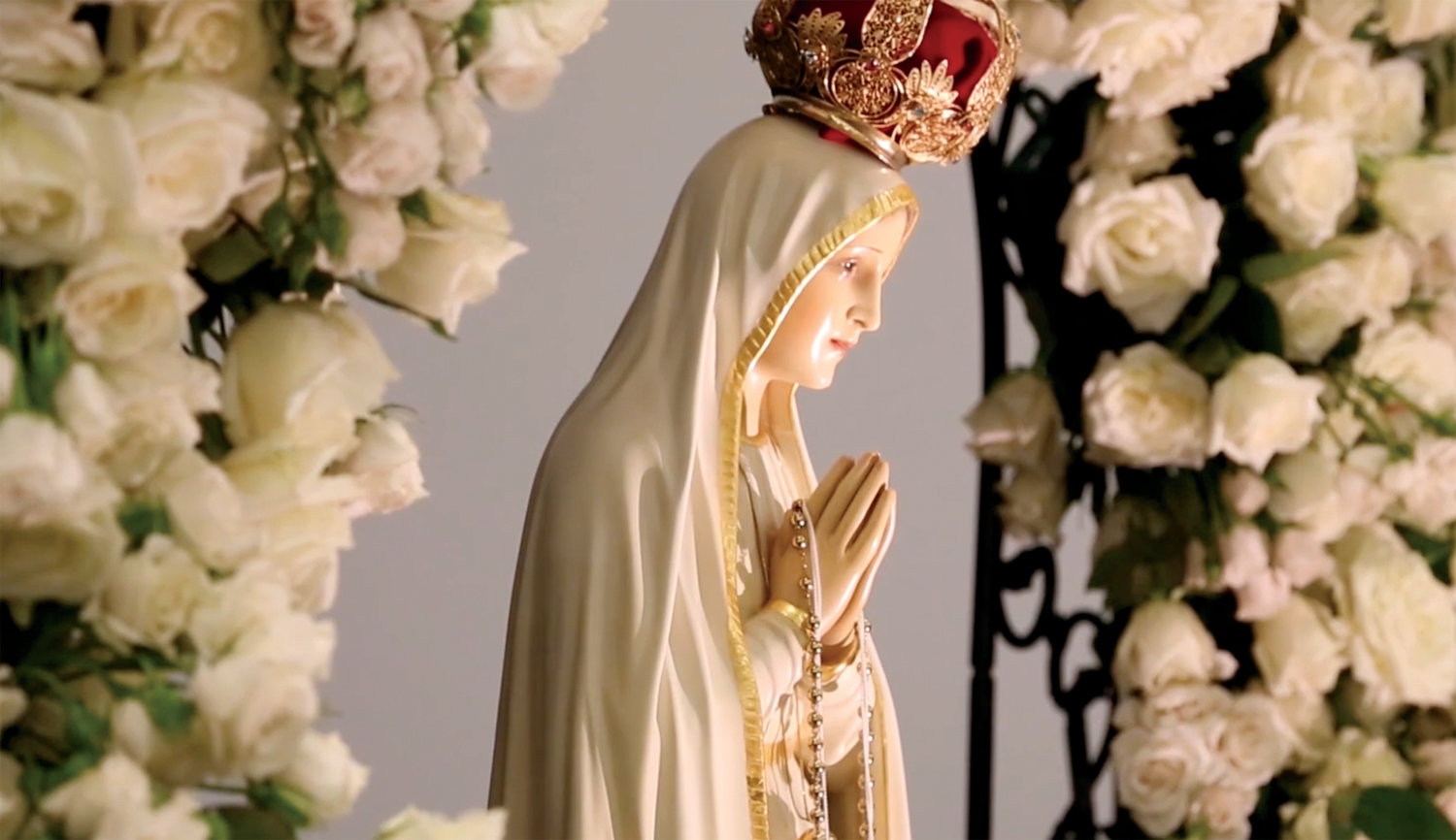 The International Pilgrim Virgin Statue of Fatima is scheduled to visit St. Mary's Church in Paris Tuesday, March 19. Sculpted in 1947, The statue is traveling during the month of March in the Springfield diocese. The public can visit the statue any time after 8 a.m. Tuesday.