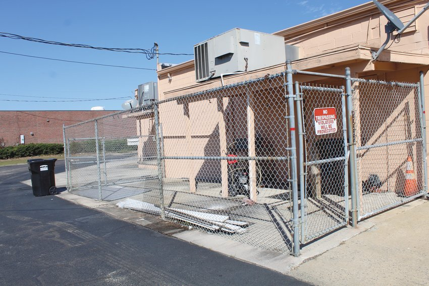 A man allegedly tried to break into a trophy shop through this fenced-in area Thursday morning.