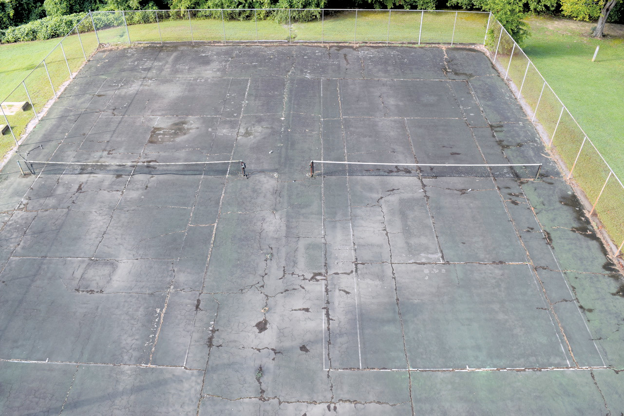 The Town of Benson's tennis courts have seen better days. Thanks to a cooperative effort between former South Johnston High School tennis players and the Town of Benson, a fundraising drive will begin Thursday at 11 a.m.