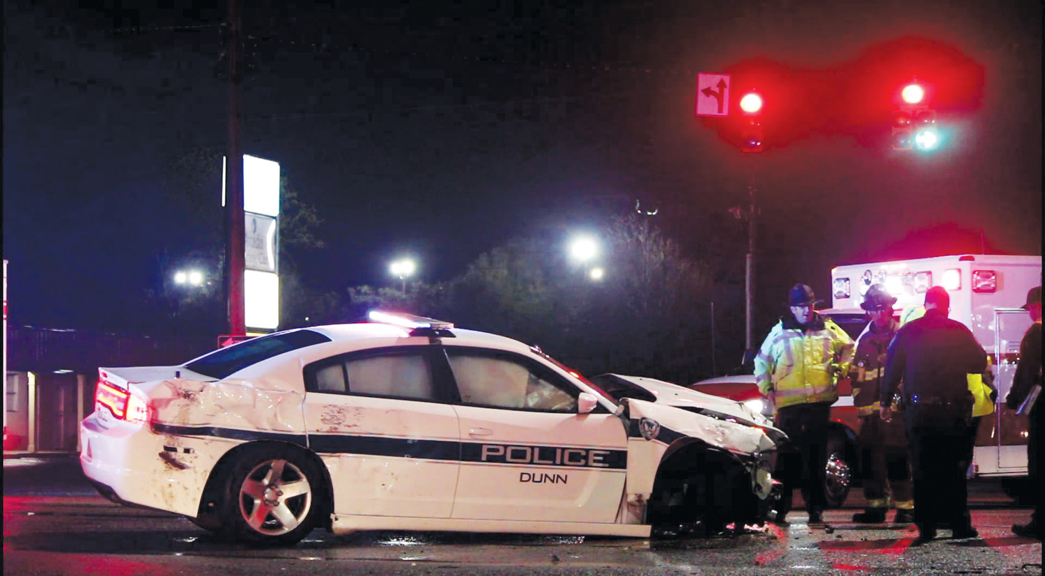 Dunn Police officer in wreck | The Daily Record
