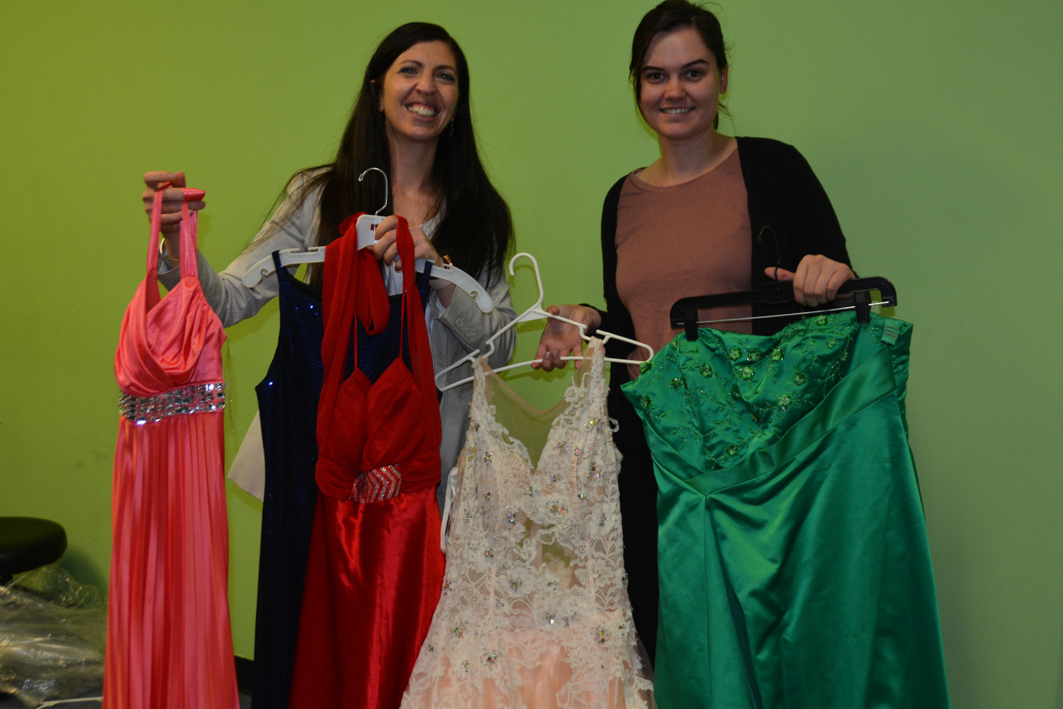 401f54c0321 Local nonprofit again providing free dresses