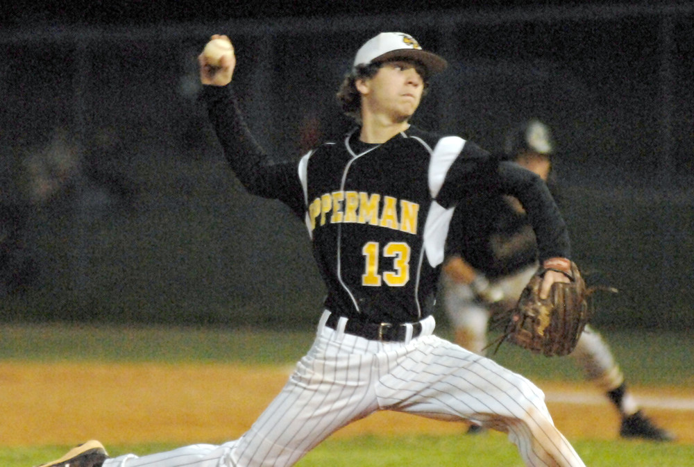 Upperman's Andrew Brown throws to the plate during the Bees' 5-3 ...