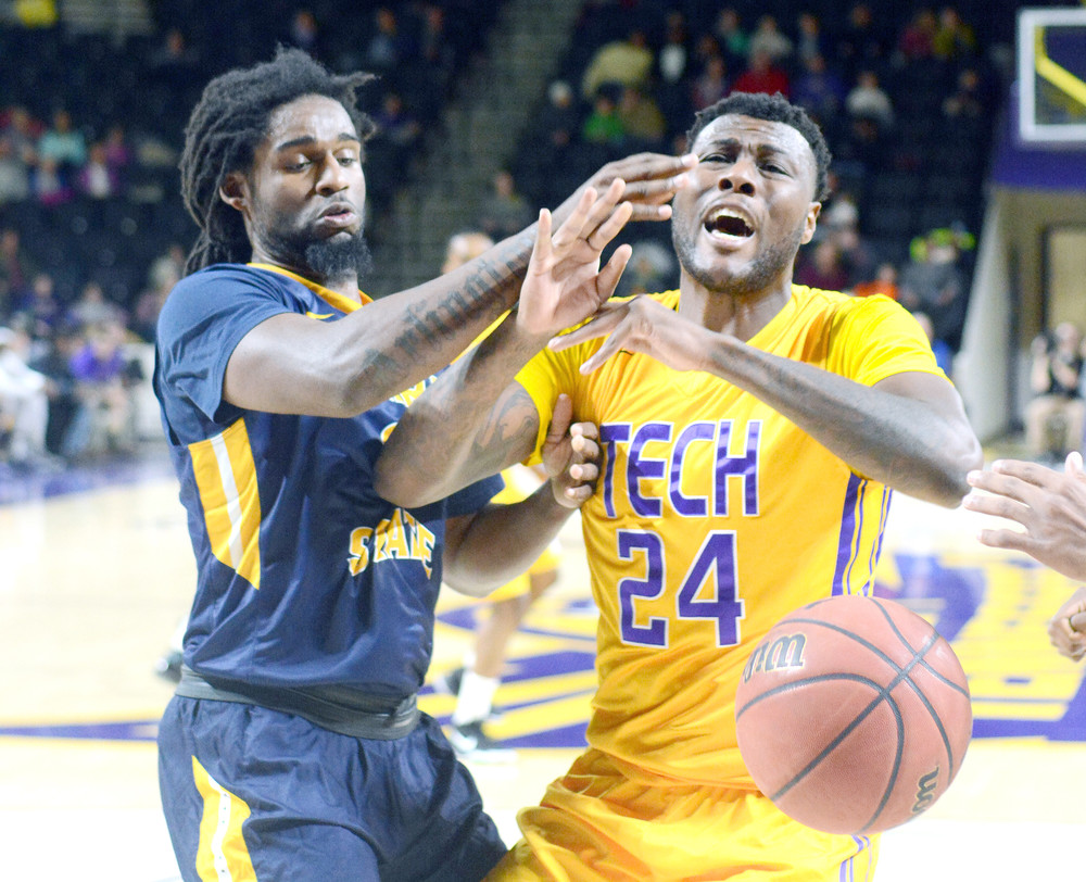 Tennessee Tech's Ja'Cardo Hawkins, right, battles with a Murray State defender for possession under the basket during the Golden Eagles' 71-67 victory over the Racers on Saturday night in the Eblen Center.
