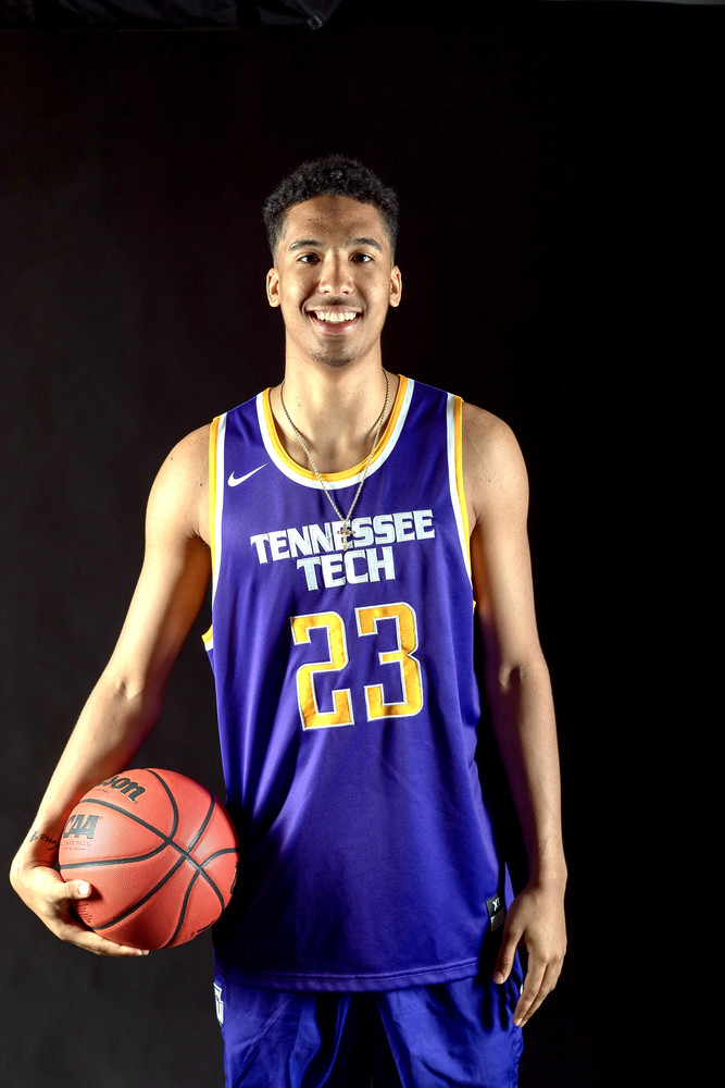 Saint Louis University transfer Zeke Moore has signed a national letter of intent to play with the Golden Eagles.