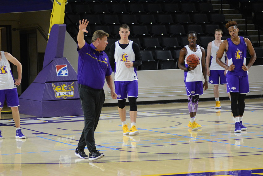 Tennessee Tech coach Steve Payne instructs his players during a recent practice.