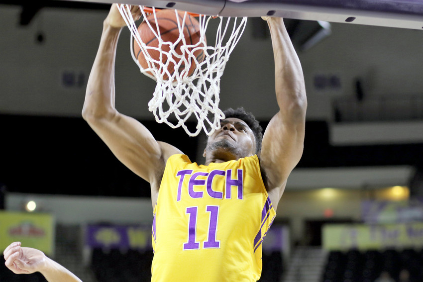 Micaiah Henry slams a dunk for Tennessee Tech.