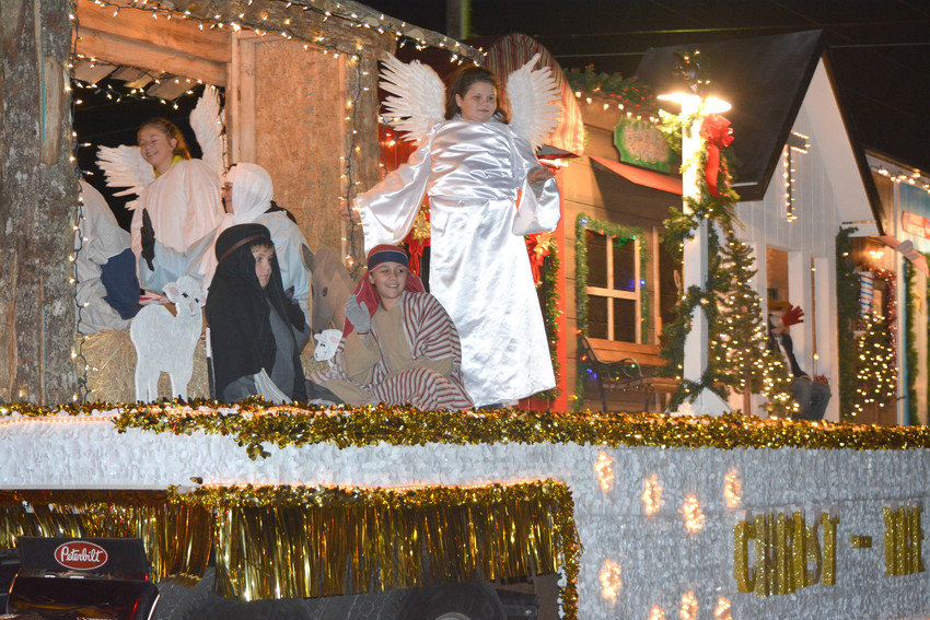 A float on a Peterbilt 18-wheeler shows children portraying the birth of Jesus Christ.