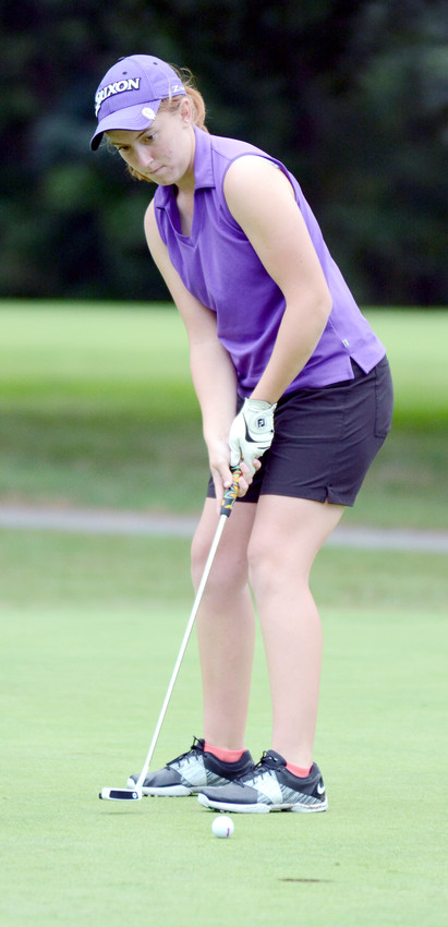 Monterey's Hunter Grubbs watches her putt during a tournament in 2017.