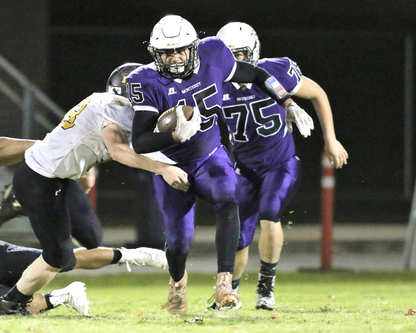Monterey's Anthony Sorberanis runs the ball against Pickett County last Friday at MHS.