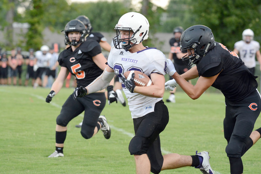 Monterey's Shiloh Walker, center, evades a Coalfield tackler during a scrimmage at MHS on Friday.