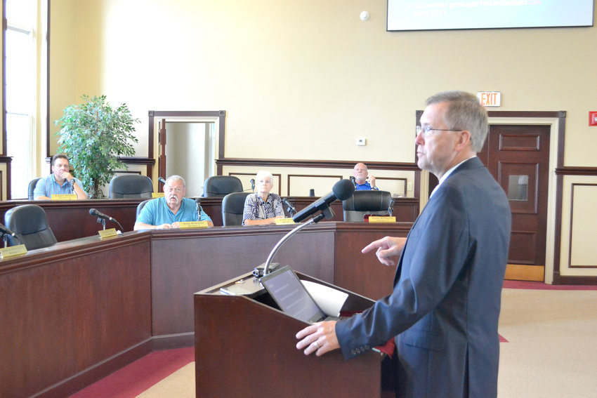 Putnam County Mayor Randy Porter addresses the Fiscal Review Committee.