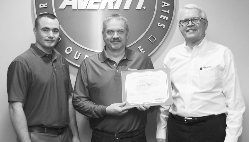 Eric Hull, center, receives his 25-year service award from Averitt truckload area operations manager Chris Stone, left, and president and chief operating officer Wayne Spain.