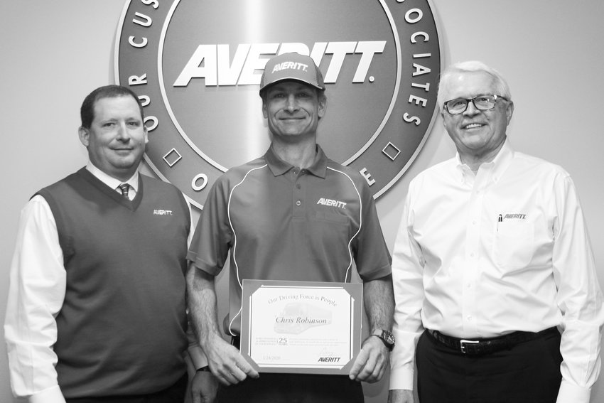 Chris Robinson, center, receives his 25-year service award from Cookeville service center director Sammy Talent, left, and Averitt president and chief operating officer Wayne Spain.
