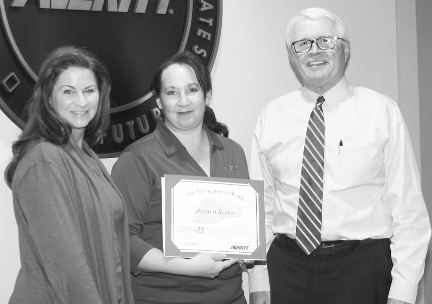 Jessica Sevier, center, receives her 25-year service award from director of invoicing collections and cash Marilyn Hyden, left, and Averitt president and chief operating officer Wayne Spain.
