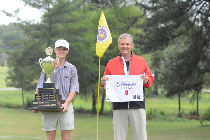 Golden Eagle Golf Club pro Matt Manzaro, right, presents Wes Spillers with the City Amateur trophy in 2020.
