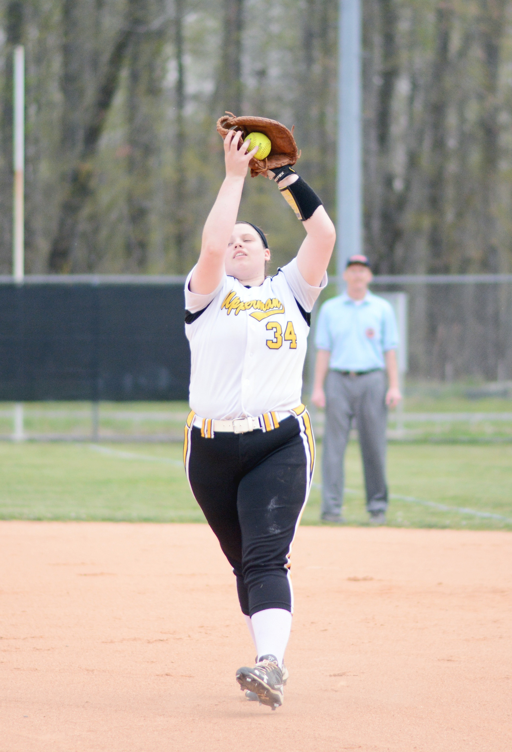 Upperman's Kelsey Hill catches a fly ball during the Lady Bees' 1-0 ...