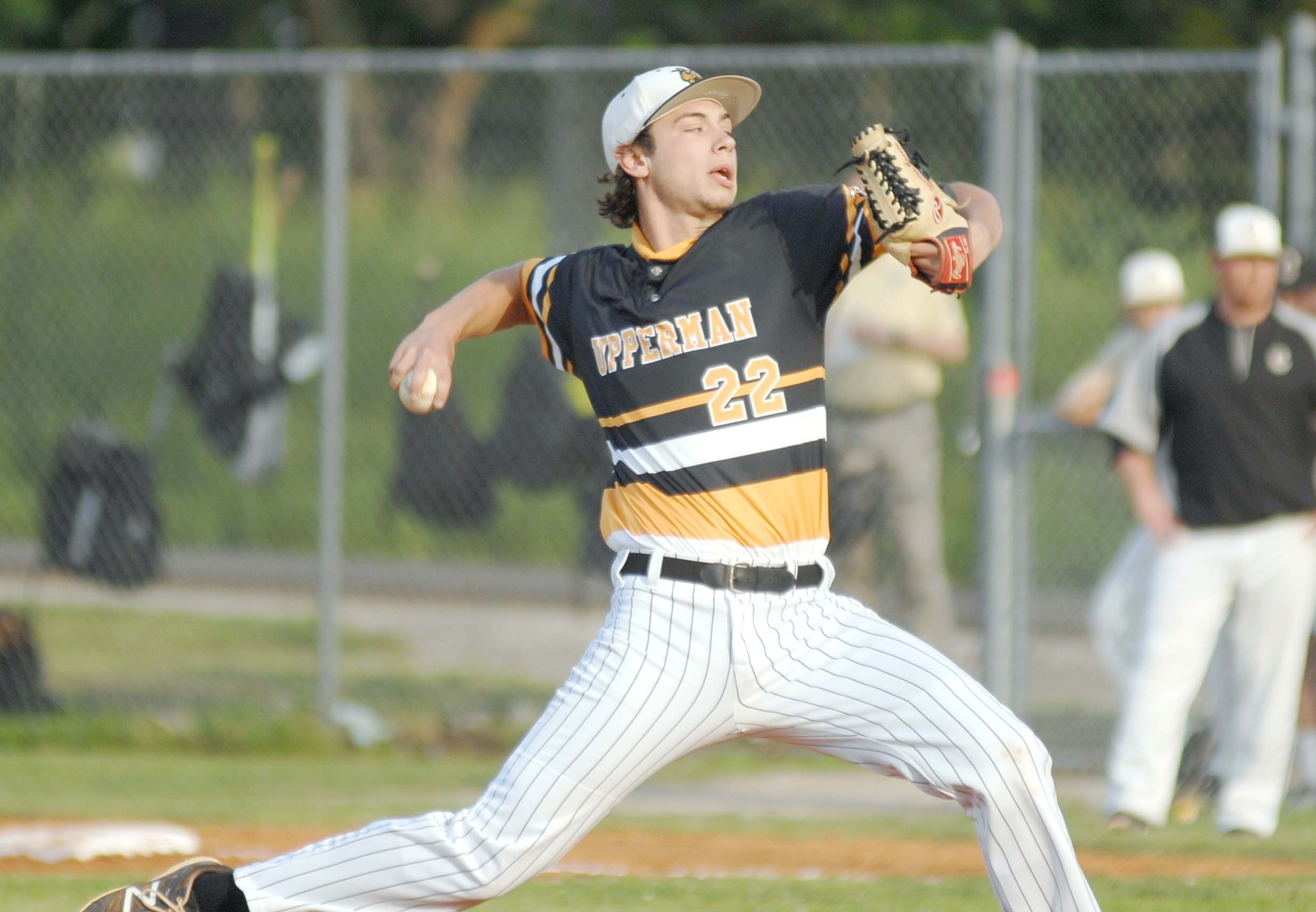 Upperman's Winston Cannon throws to the plate during the Bees' 1-0 ...