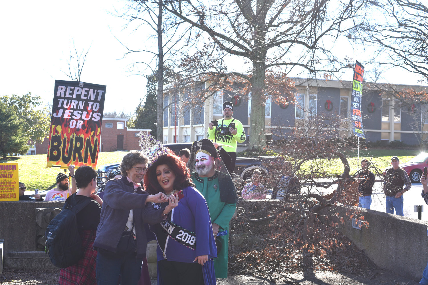 Drag queen storytime draws protests | Herald Citizen